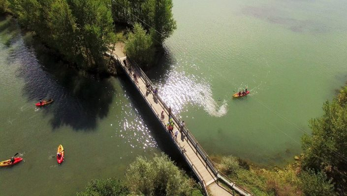 drone fleuve kayak