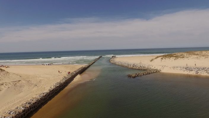 plage digue drone